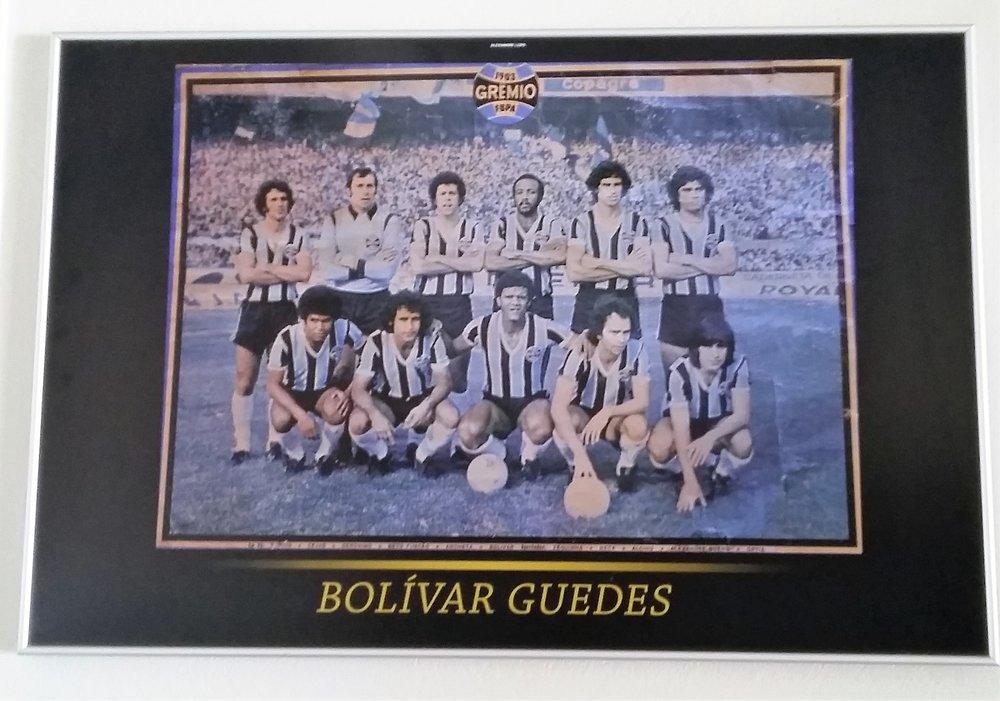 Pôster do Grêmio. Bolívar é o último, em pé, à direita