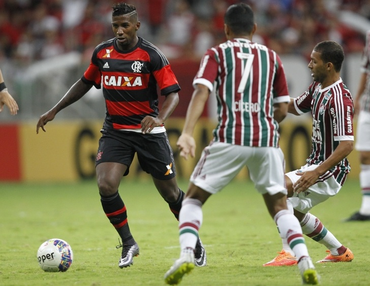 Rodinei perdeu a posição para Pará no Flamengo