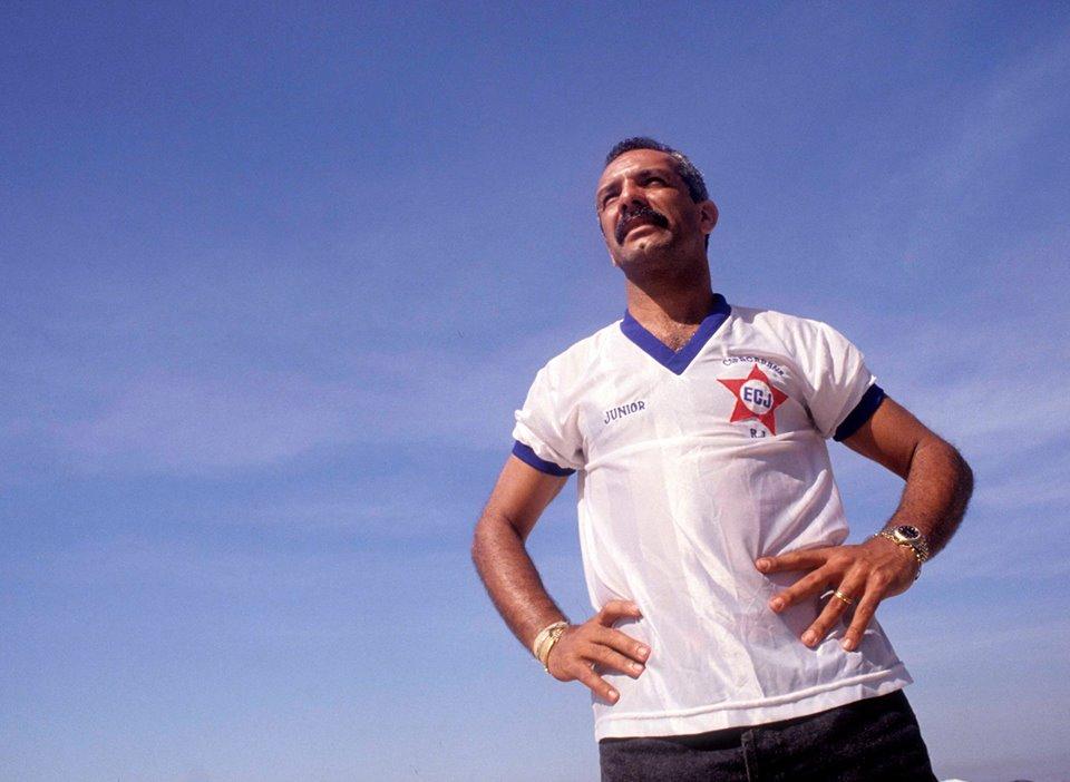 O craque Júnior com a camisa da Juventus, time em que jogava nas areias de Copacabana