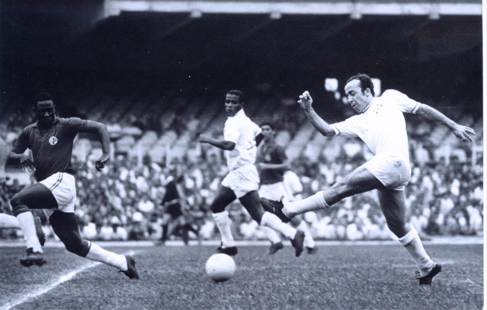 Evaldo e Tostão lance jogo América 1 x 3 Cruzeiro 18 10 1970.jpg