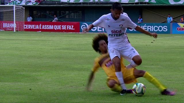 Carrinho sofrido por Gustavo Scarpa contra o Madureira