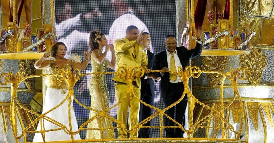 Ronaldo no desfile da Gaviões (Foto: reprodução)