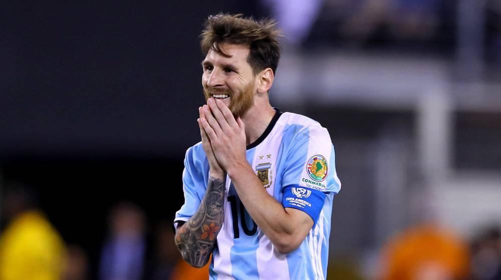 Messi lamenta pênalti desperdiçado