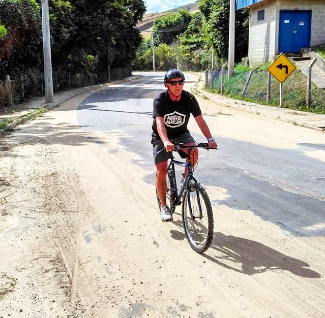 Zé Roberto não abandona as pedaladas