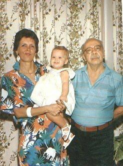Tio Guy e Tia Sonia com a neta Melina, filha de Cláudia Naíra, em 1987