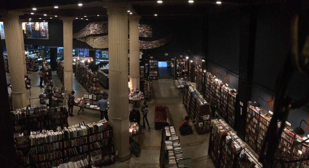 the view from upstairs of the shop floor at the Last Bookstore <3