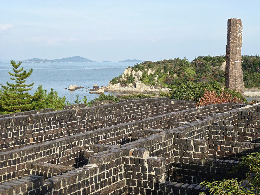 Inujima harbor building view.jpg