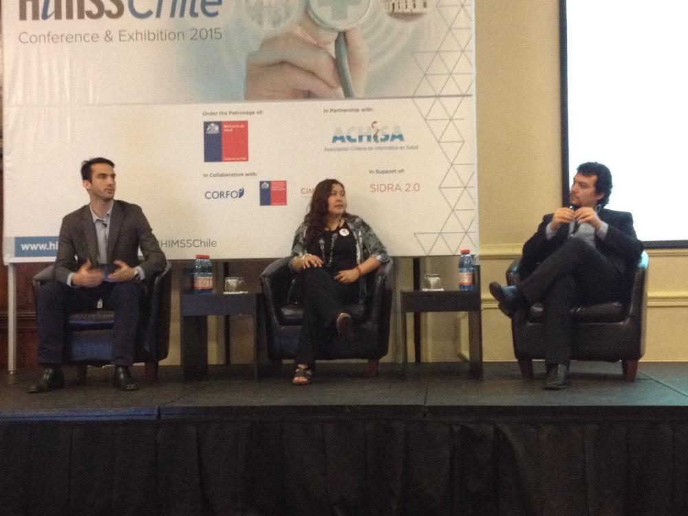 De izq. a derecha. José Tomás Arenas, Jocelyn Durán y Camilo Erazo presentan las nuevas Start Ups chilenas en temas de salud y TI.