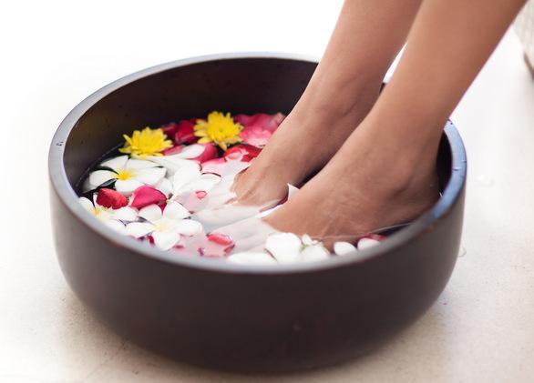 feet in pedi bowl.jpg