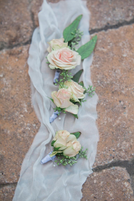 blush rose boutinerres