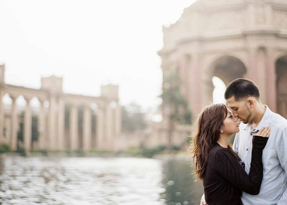 The-Palace-of-Fine-Arts-San-Francisco-Engagement-Session.jpg