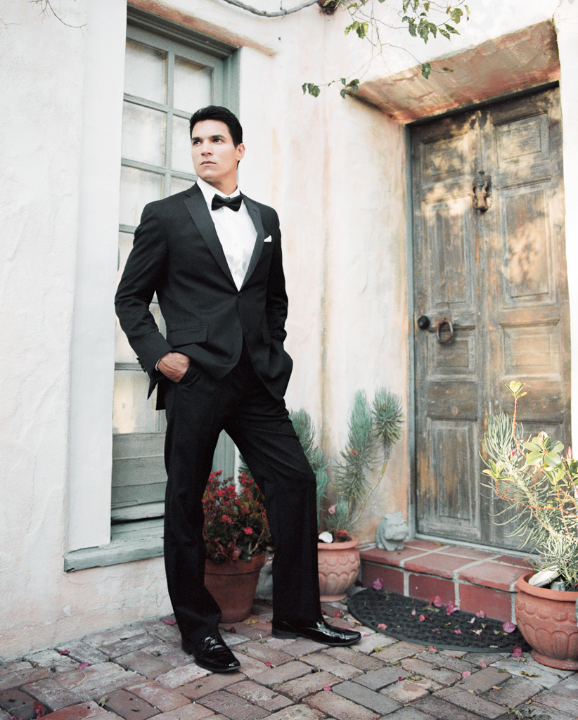 Black Tux Groom Pose Inspiration