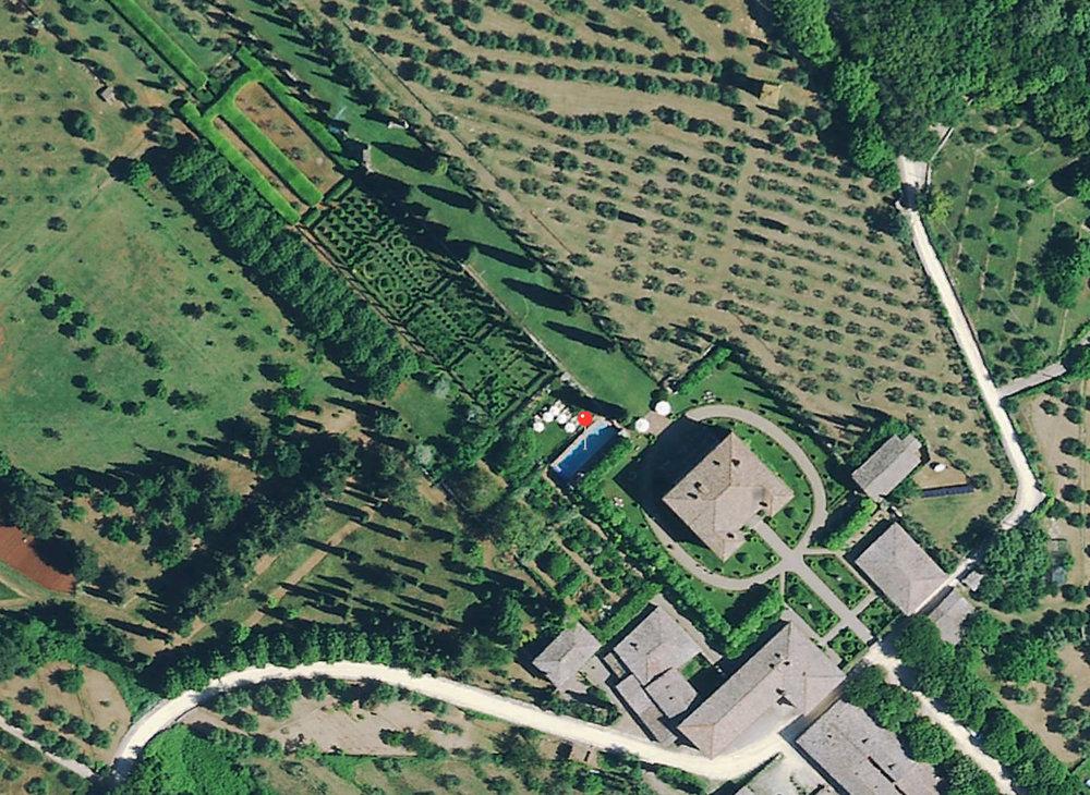 Vista aerea del Parco di Villa Cetinale con posizionamento della piscina