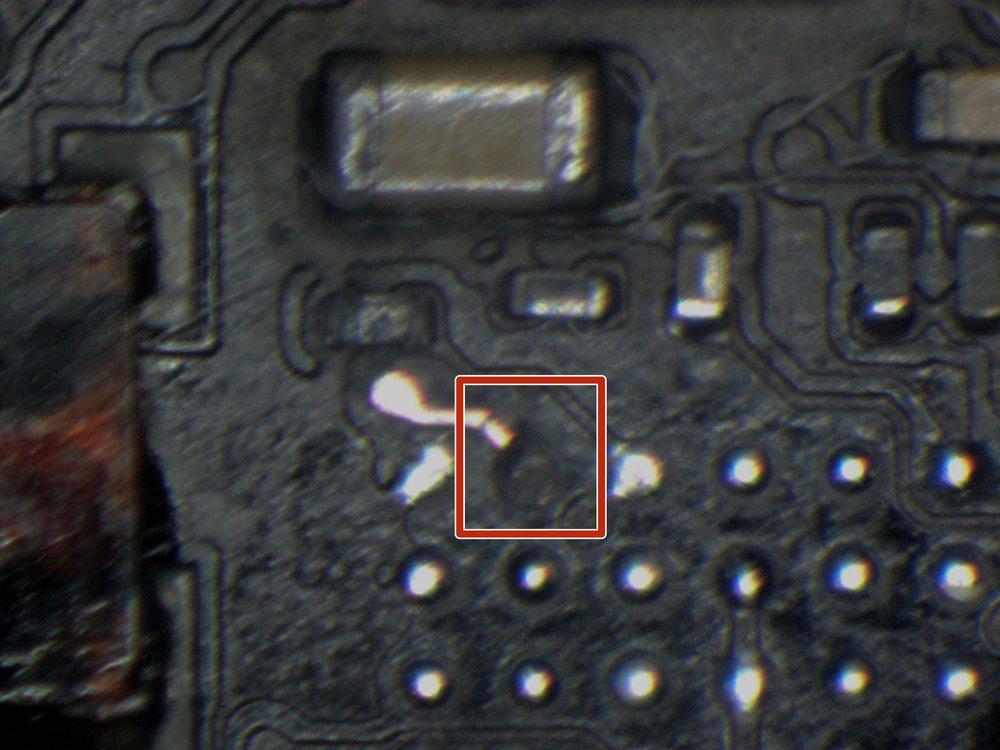 Pastille M1 manquante et la trace de cuivre fissure