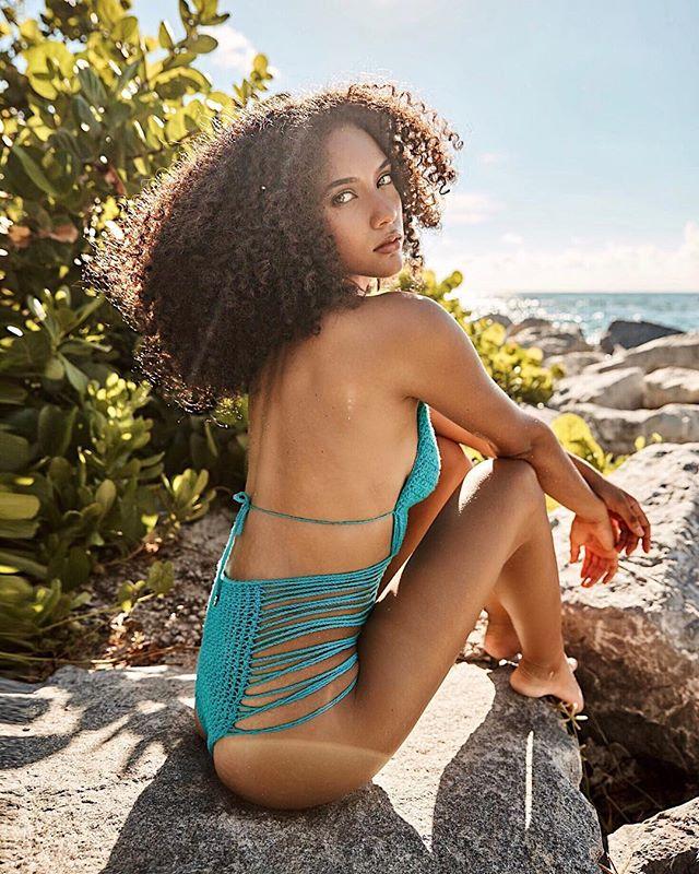Keep your face to the sun and you will never see the shadows ☀️ ~ Helen Keller . . . . . #bikinidotcom #realbikinibabe #shopbikini #bikinilifestyle #bikinibabe #monokinis #beach #onepieceswimsuit #bikinigirl #girlsthatwander #miamiswim #miamiswimwear #bikiniaddict #designerswimwear #swimwear2018 #bikinistore #miami #fashionswimwear #bikinilove #bikinilovers #swimsuit #swimwear #bathingsuit #abikiniaday