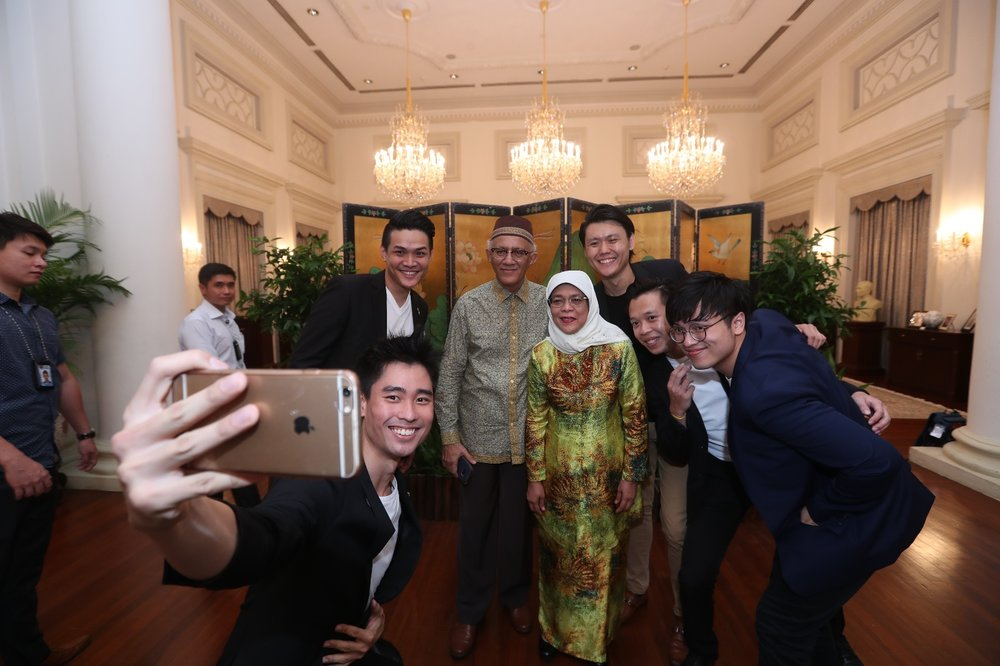 Magician Selfie President Singapore