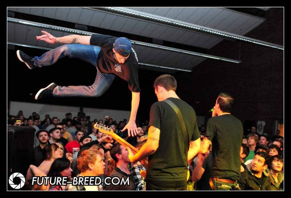 Defeater Speaker Dive.jpg