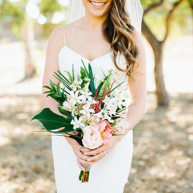 Happy bride #midtowndesign #midtownflorals #amidtownwedding