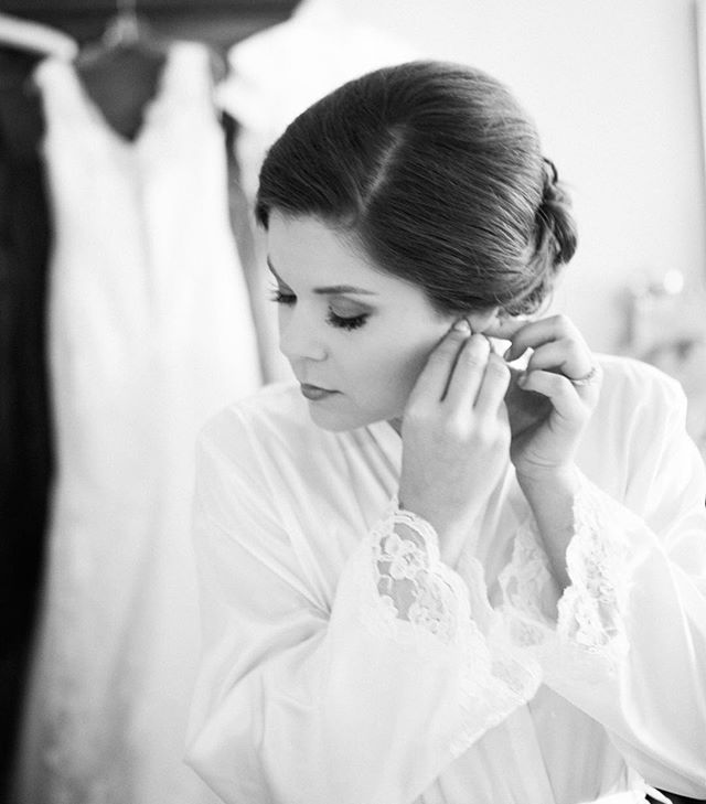 a genuine moment before seeing her groom #kimboxphotography #wedding #bride #weddingphotography