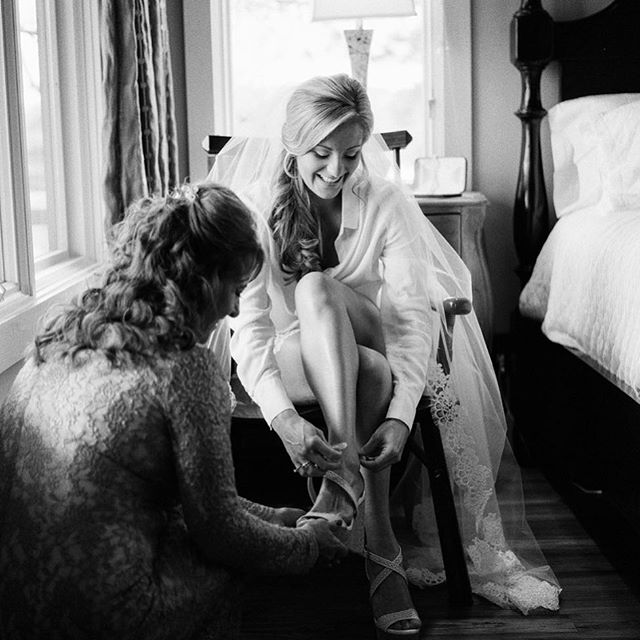 Love all those little moments, leading up to the big moment. #kimboxphotography #alabamaweddings #wedding