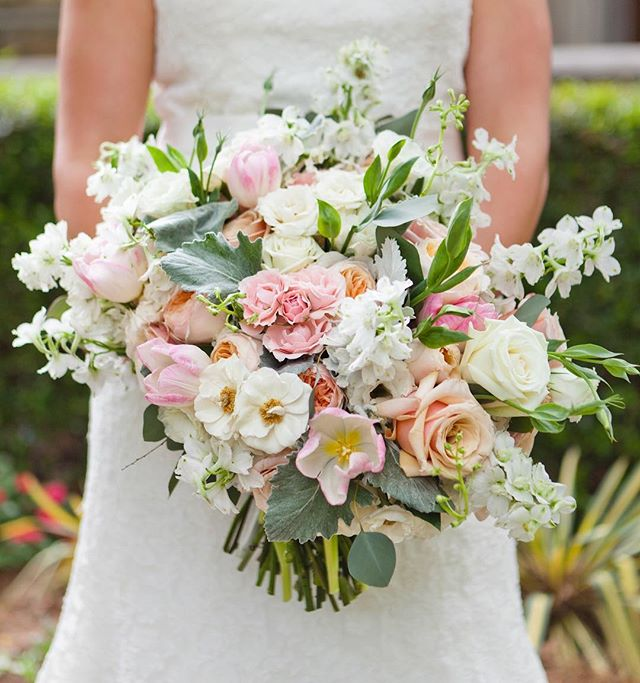 Colorful fresh blooms  #kimboxphotography #wedding #weddingbouquet