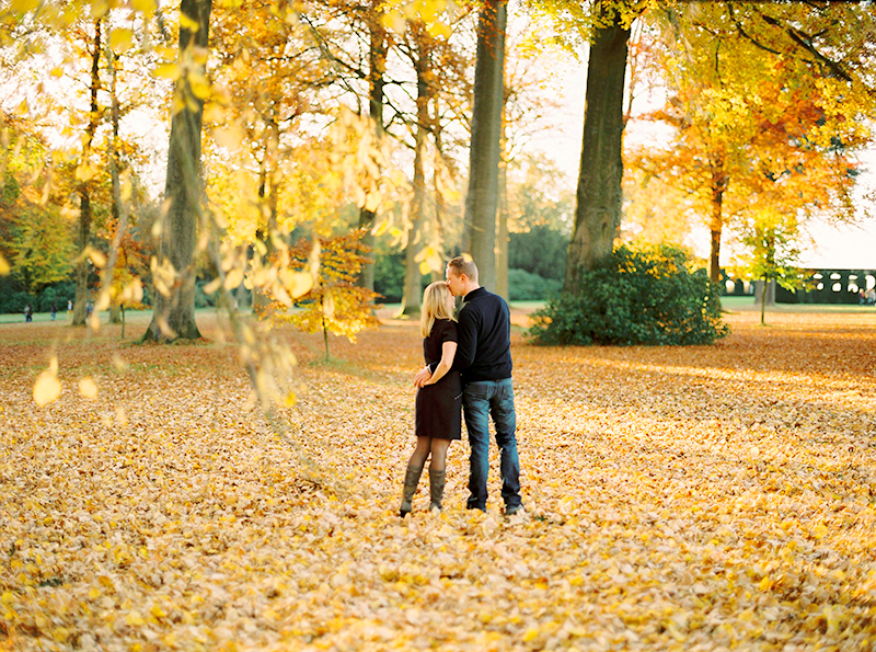 Autumnal Loveshoot at La Hulpe, Belgium / Shooting de couple argentique à la Hulpe, Belgique