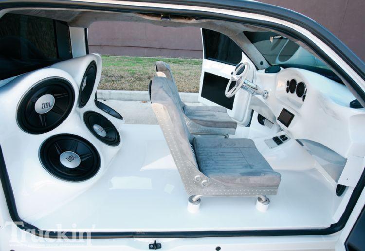 1005tr_07+chevy_silverado+handmade_seat_company_seats.jpg