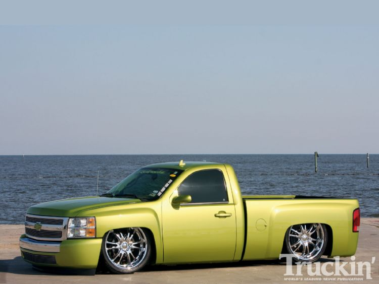 1013tr_01+2008_chevy_silverado+left_side_angle.jpg