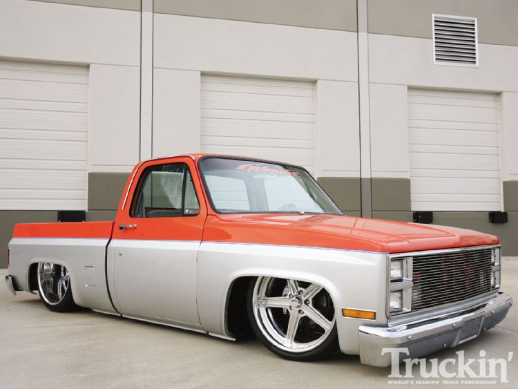 1104tr_01+1986_chevy_c10+right_side.jpg