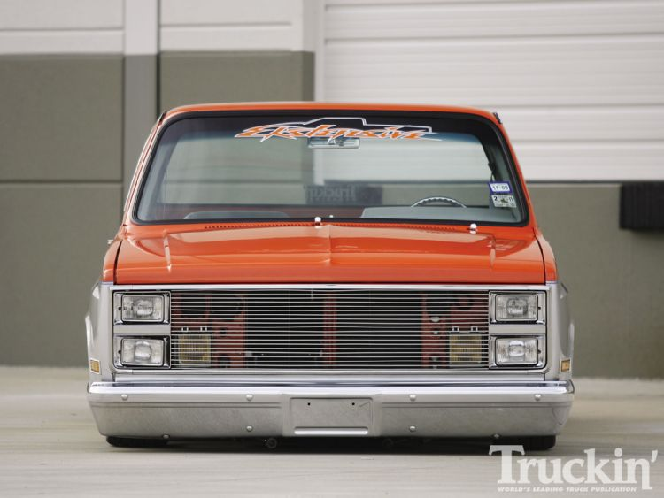 1104tr_05+1986_chevy_c10+front_grille.jpg