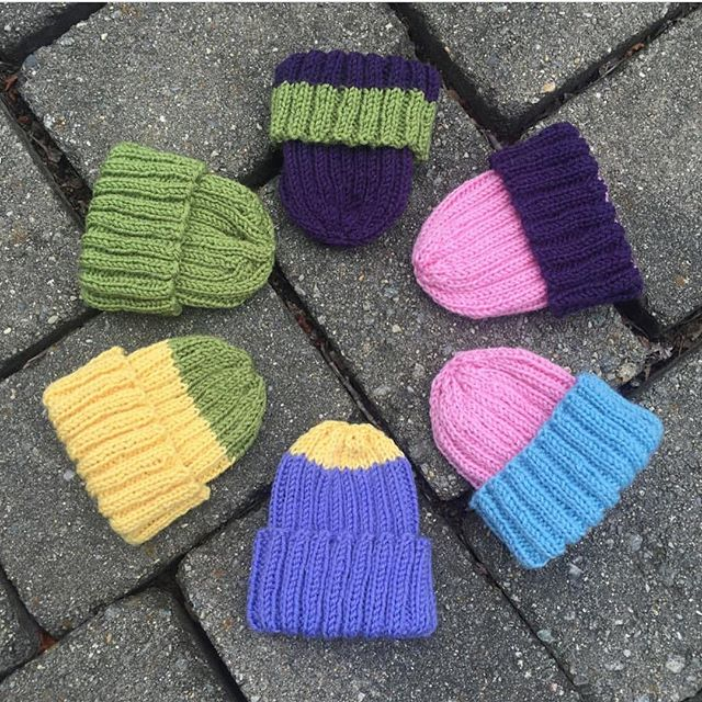 Loving these color block hats from @knitonestitchtoo