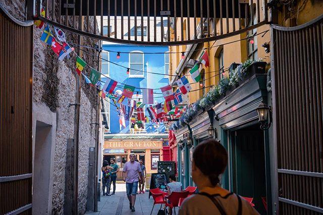 Do you see your country's flag? • • • #irish_daily #irish🍀 #ireland #ireland🍀 #irelandtravel #ireland_gram  #streetphotography #instapassport #instatraveling #igtravel #travelblog #mytravelgram #travelblogger #traveldrops #sharetravelpics #travelphotography  #ig_great_pics #ireland_insta #cork #corkireland #europe  #pixel_ig #photographyislifee #urbanandstreet #imaginatones #streettogether #iglobal_photographers #ig_great_pics #killyourcity #flags