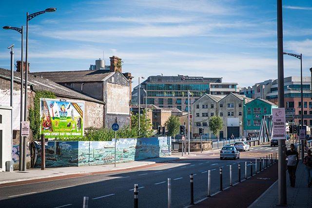 ☀️ ☀️ ☀️ • • • #irish_daily #irish🍀 #ireland #ireland🍀 #irelandtravel #ireland_gram #cork #corkireland  #travelblogger #traveldrops #igers #instafocus #photography #lightroom #StreetVision  #travelbug #traveladdict #streetphotography #postcardsfromtheworld #europe #europetravel #shotzdelight #1stinstinct  #heatercentral #urbanandstreet #imaginatones #streettogether #streetmagazine  #sharetravelpics #worldtravelpics