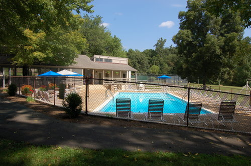 Rodes Farm   Swimming pool, tennis, horseshoes, archery, and pavilion in the valley  Details, calendar & map- click HERE