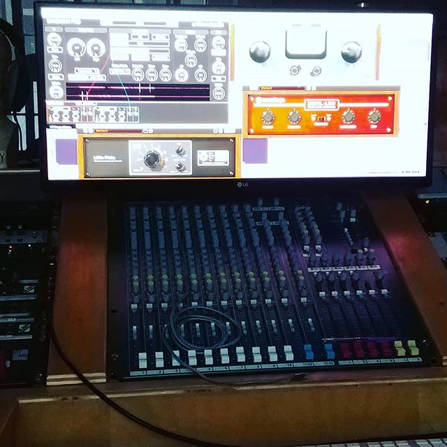 #mixing #signalchain for a tripped out effect on #collaboration with @__slowdanger__ @slowdanger__ @flamencosketchy #echo #saturation #compression #granular #granularsynthesis @unfilteredaudio Sandman Pro @soundtoys Devil Loc Felix & Little Plate #klanghelm MJUCo #studiolife #studionerd
