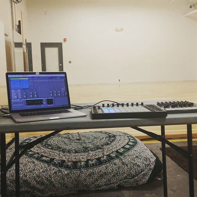 #sounddesign #performance setup ready for rehearsal tomorrow with @staycee_pearl_and_soy_sos @staystaylove #workshop #dance #ableton #novation #controller #soulmusic