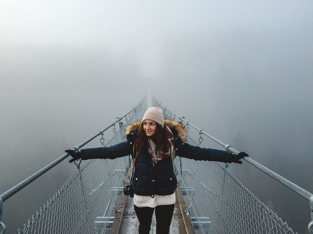@sarahpour-Hängeseilbrücke-Geierlay-trilastiko-portrait.jpg