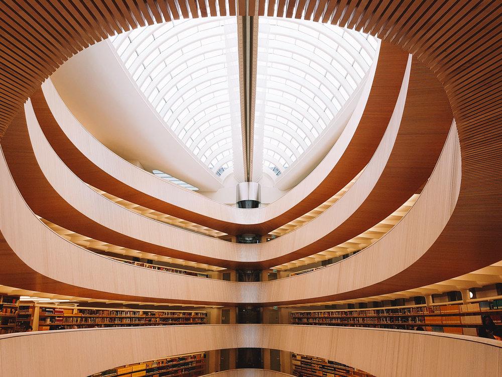 road-trip-2883-km-10-Bibliothek-der-Rechtswissenschaftlichen-Fakultät-der-Universität-Zürich-trilastiko-architecture.jpg