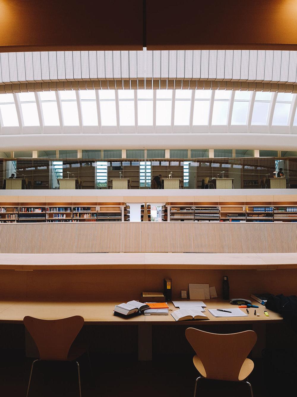 road-trip-2883-km-11-Bibliothek-der-Rechtswissenschaftlichen-Fakultät-der-Universität-Zürich-trilastiko-architecture.jpg