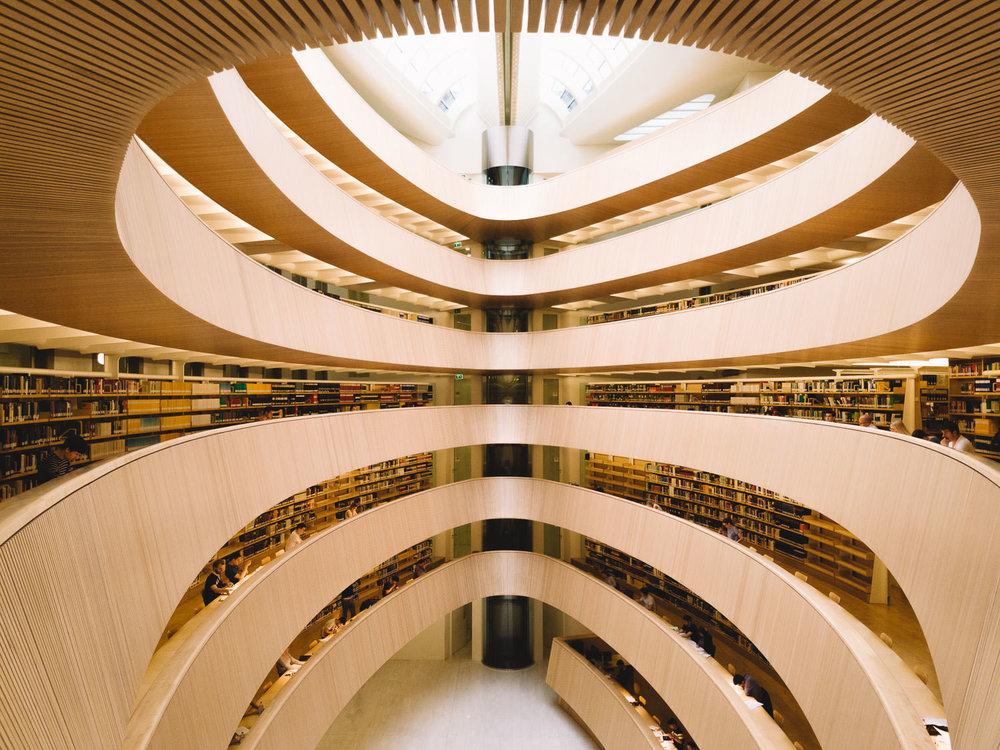 road-trip-2883-km-14-Bibliothek-der-Rechtswissenschaftlichen-Fakultät-der-Universität-Zürich-trilastiko-architecture.jpg
