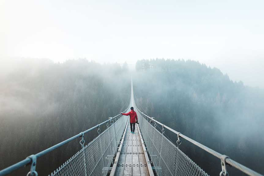 Foggy Hängeseilbrücke Geierlay - @asyrafacha