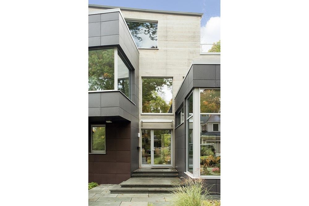 Brookline-Modern-Home-02b.jpg