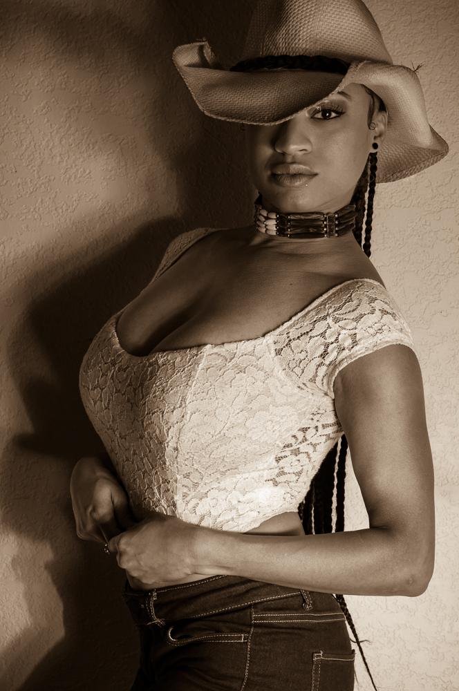 Cowgirl (2).jpg