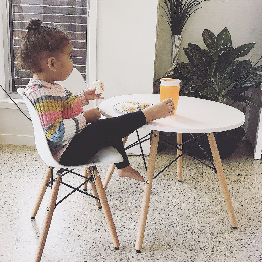 WILLOW ENJOYING LUNCH WITH HER MIRACLE CUP   Munchkin, Miracle 360 Degree Cup, 10 oz (296 ml)