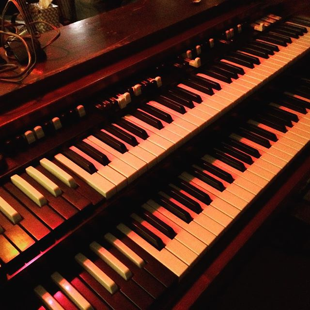 Oh damn!  New Hammond keys in the shed.  Getting our minds right, y'all.