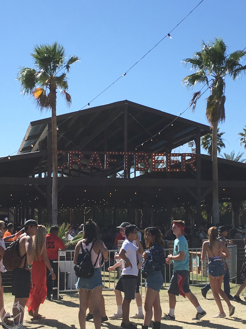 a definite highlight of coachella, in my opinion, is the craft beer barn, which has a ton of local brews. my favorite of the weekend was hello, la IPA. so wish i could have taken some home with me!