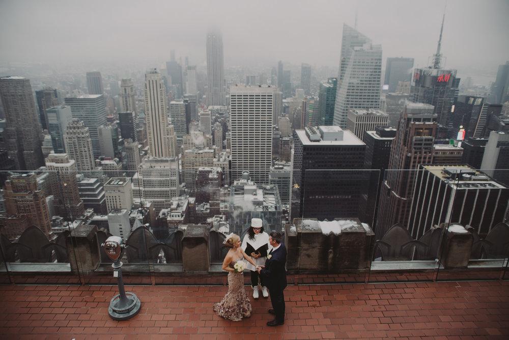 top-of-the-rock-elopement-wedding-photographer-elopednyc_04.jpg