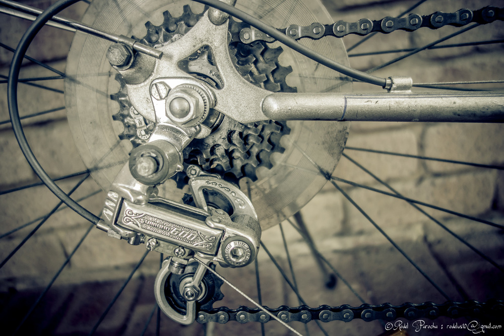 Derailleur - Shimano 600 Arabesque. One of the most artistic parts sought in the bicycle market.