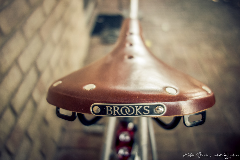 Luxurious genuine leather seat model B17, handcrafted from Brooks of England.