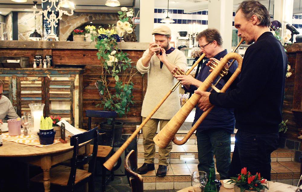 Gamla instrument i nya former på Åre bageri. Foto: Kerstin Sonnbäck